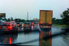 在高速公路的恶劣的天气 图库摄影