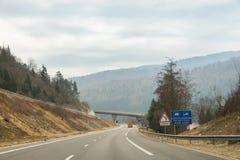 在高速公路的旅行 免版税库存图片
