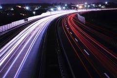 在高速公路的汽车光 图库摄影