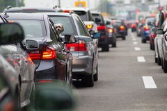 在高速公路的汽车在交通堵塞 库存图片