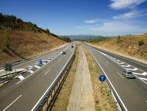 在高速公路的汽车在西班牙 免版税库存图片