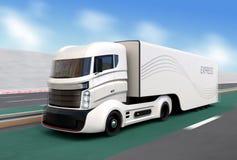 在高速公路的白色杂种卡车 免版税库存照片