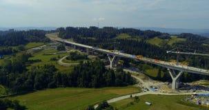 在高速公路的空中寄生虫视图建设中 股票录像