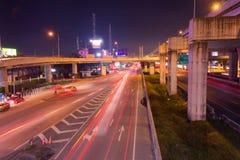 在高速公路的轻的足迹在晚上 免版税图库摄影