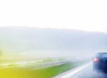 在高速公路的雨天 免版税库存图片