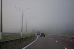 在高速公路的雾 库存图片