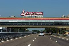 在高速公路的Autogrill 免版税库存照片