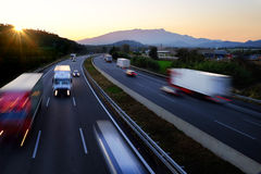 在高速公路的Buzy交通 免版税库存图片