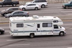 在高速公路的RV在美国 库存照片