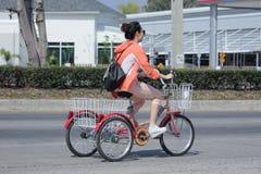 在高速公路路的私有自行车 免版税库存照片