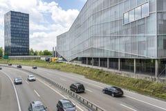 在高速公路附近的企业校园 免版税库存图片