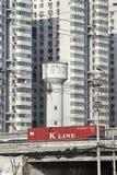 在高速公路,北京,中国的集装箱运输 免版税库存照片