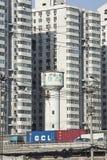 在高速公路,北京,中国的集装箱运输 库存照片