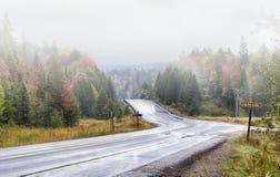 在高速公路60的降雨量在阿尔根金族公园 库存图片
