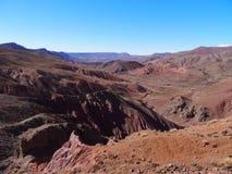 在高阿特拉斯山脉范围风景的岩石峡谷在摩洛哥 免版税库存照片