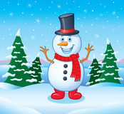 在高顶丝质礼帽和红色起动的雪人 免版税库存照片