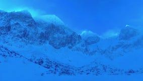 在高Tatras山的雪峰顶在冬天 股票视频