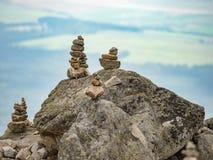 在高Tatras的石金字塔 Skalnate Pleso在高Tatras,斯洛伐克 免版税库存图片