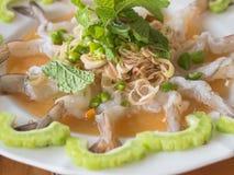 在鱼子酱的虾 免版税库存图片