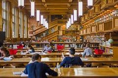 在鲁汶大学的图书馆里面,比利时 免版税库存照片