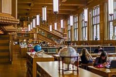 在鲁汶大学的图书馆里面,比利时1 库存照片