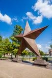 在鲍伯犍子得克萨斯状态历史Museu前面的得克萨斯名星 库存照片