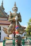 在鲜绿色菩萨的寺庙的绿色巨人,曼谷, Thaila 库存图片