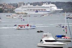 在鸟蛤海湾(悉尼)的小船在新南威尔斯,澳大利亚 免版税库存照片