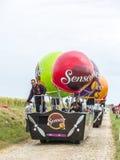 在鹅卵石路环法自行车赛的Senseo有蓬卡车2015年 免版税库存照片