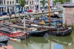 在鹿特丹停住的小船 免版税库存照片