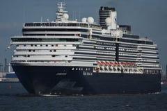 从在鹿特丹外面的Cruiseship 免版税库存照片