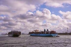在鹿特丹海峡的两艘大集装箱船 图库摄影