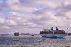在鹿特丹海峡的两艘大集装箱船 免版税图库摄影