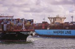 在鹿特丹海峡的两艘大集装箱船 免版税库存图片