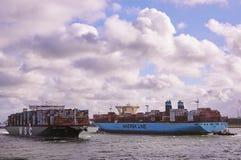 在鹿特丹海峡的两艘大集装箱船 库存图片