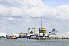 在鹿特丹港的拖轮。 库存图片
