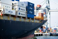 在鹿特丹港的货船  免版税库存照片