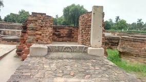 在鹿野苑的废墟在瓦腊纳西 免版税图库摄影