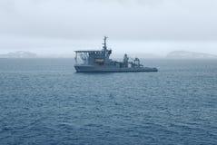在麦克斯韦海湾,南极洲附近的巴西海军` s潜水艇救护船 免版税库存照片