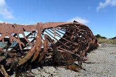 在麦哲伦海峡的岸的生锈的船在圣格雷戈里奥村庄  库存图片
