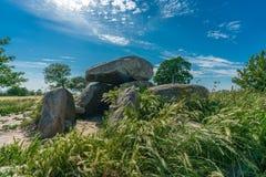 在麦地的史前巨石坟茔 库存照片