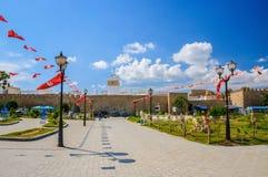 在麦地那附近的突尼斯旗子在Hammamet 免版税库存图片