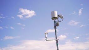 在麦田的气象台反对天空的 影视素材