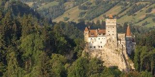 在麸皮的德雷库拉城堡在日出 图库摄影