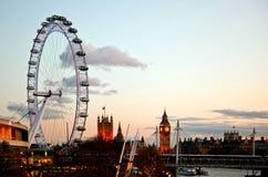 在黄昏的伦敦眼睛 库存照片