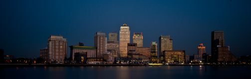 在黄昏的伦敦财务区全景地平线2013年 库存图片