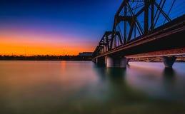 在黄昏的坦佩桥梁 图库摄影