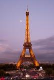 在黄昏的埃佛尔铁塔 库存图片