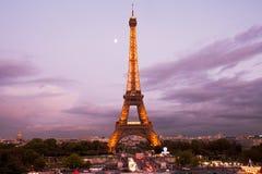 在黄昏的埃佛尔铁塔 免版税图库摄影