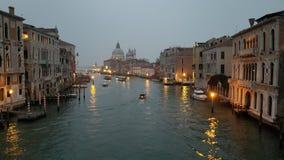 在黄昏的威尼斯运河 库存图片